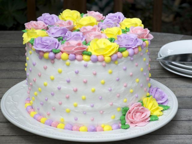 eda-sladkoe-desert-tort-krem-ukrashenie-rozy